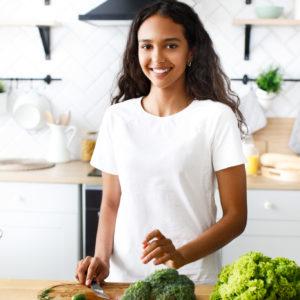 Mulher fazendo receita com 3 ingredientes||Cesta com pães de queijo||Pão de aveia fácil||cesta de pastel||receita de macarrão cremoso com queijo||receita de batata assada com queijo